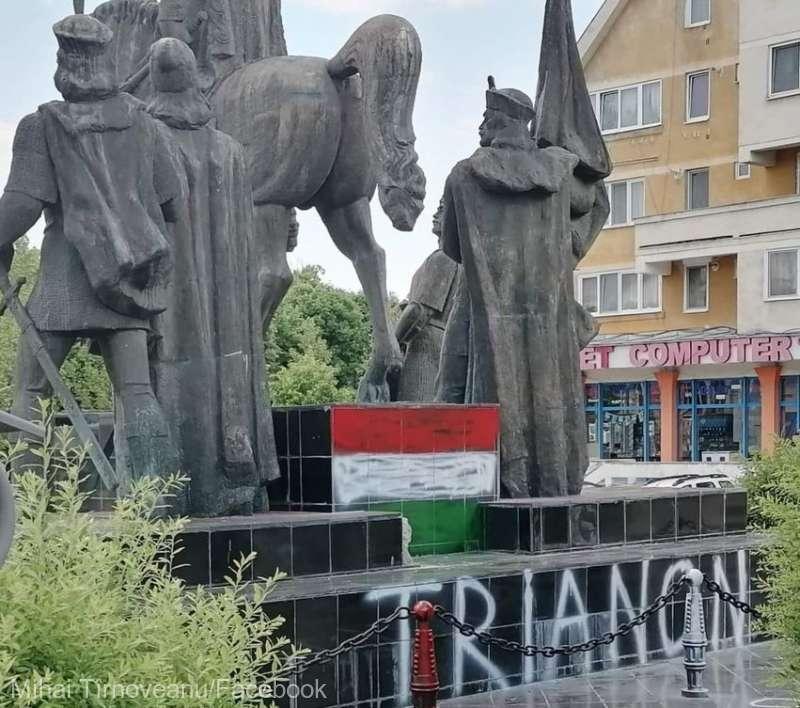 Patru adolescenţi - cercetaţi pentru vandalizarea grupului statuar Mihai Viteazul din Sfântu Gheorghe