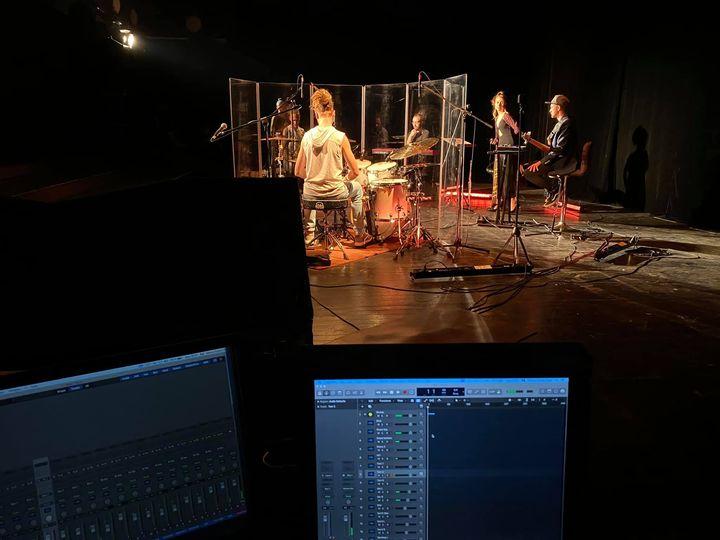 Trupa INEFFABLE lansează, în premieră, un album printr-un concert VR360