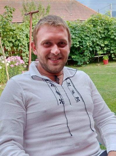 Dan Radu Viorel Leu din Voineștii Covasnei și pasiunea lui pentru sculptură