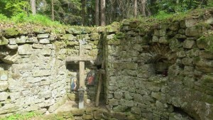 crucile din altar