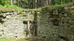 Crucile din altarul schitului Sf. Nifon