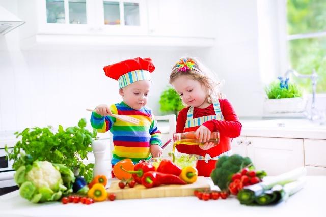 Mai bine îi lasă pe copii să gătească