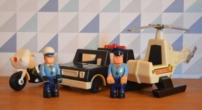 patrouille complète des policiers fisher price, avec le motard et sa moto, la voiture de police, l'hélicoptère et l'officier de police