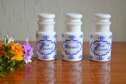 Lot de 3 pot à épices en opaline de la marque Bartissol