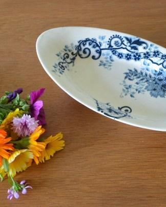 Ravier en porclaine avec un decor bleu, sans marque de manufacture