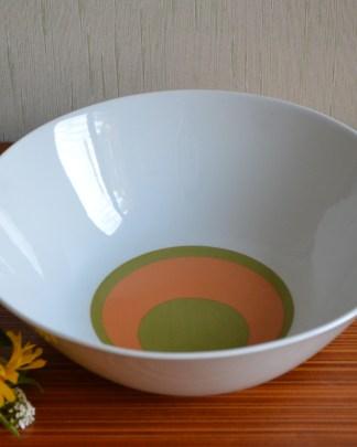 Saladaier provenant de la manufacture de Bareuther Waldsassen Bavaria Germany, motif vintage rond vert et orange