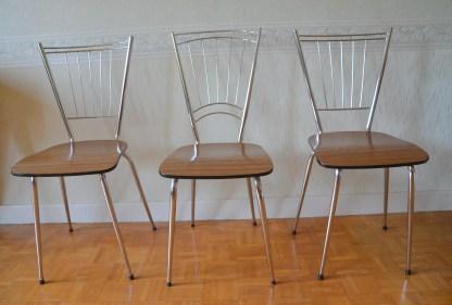 Chaise vintage, assises en formicat, dossier en acier, forme géométrique.