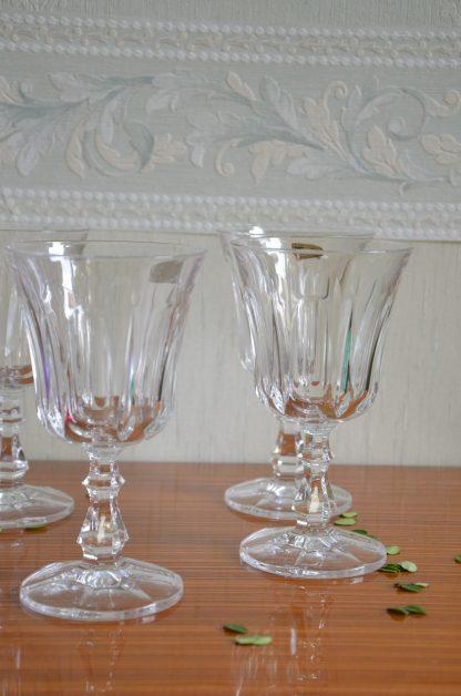 Lot de 6 verres RCR Royal Cristal Rock 53034 Colle Val d'Elsa, Italy . Cristal au plomb 24%. Manufattura del cristallo. Ces gobelets en cristal ont été fabriqués par la société italienne Royal Crystal Rock (RCR); RCR est l'un des plus grands fabricants au monde de verres à pied de crde qualité fine. Le cristal de roche est plus lumineux et brillant que le verre ordinaire, ainsi il ajoutera une grande partie de l'éclat à votre table.