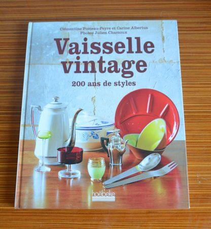"""Livre 'Vaisselle Vintage"""", collection Hoebeke. L'histoire de la vaisselle à travers le temps, comment dresser une table ou réparer une pièce."""