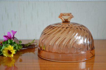 Cloche en verre rose art déco, 17.5 cm de diamètre. Je n'ai pas le plat qui va avec.