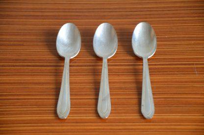 Lot de 3 cuillère à café en métal argenté, motif art déco très simple.