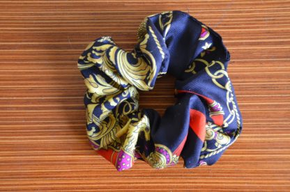 Chouchou BCBG en tissus, motif de foulard Hermès.