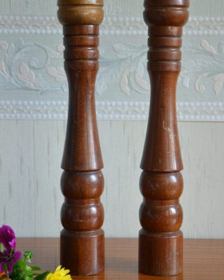 Salière et poivrière en bois tourné grand format.