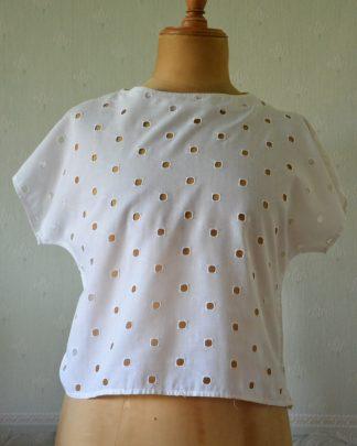 Tee-shirt vintage ajouré en coton blanc, taille 42. Taille haute.