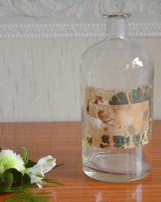 Ancien flacon d'apothicaire en verre, étiquette à moitié arrachée. Inscription qui ressemble à Casablanca et Dangereux. Flacon de 1 litre.