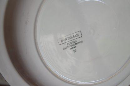 Plat de service creux de la manufacture digoin-sarreguemines, France, collection Montauban, 79. Il fait 816 grammes pour 30.5 cm de large et 5.5 cm de haut.