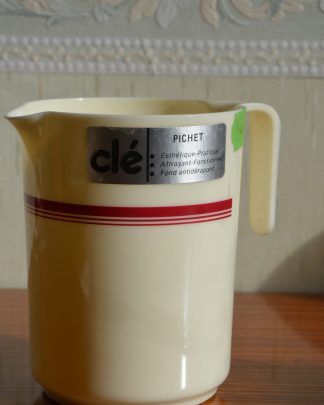 Pichet Clé en plastique, fond anti-dérapant, made in France, 1l, Ref 1811