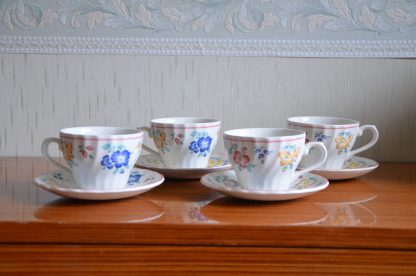 Lot de 4 tasses et sous tasse fine english tableware churchill staffordshire england