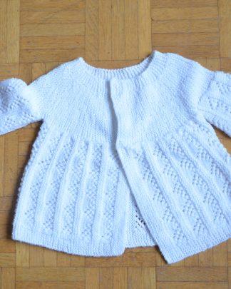 Petit gilet blanc pour bébé, tricoté à la main, fermeture par scratch
