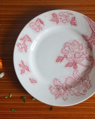 Assiette de la manufacture Lunéville, KG, modèle Floréal, motif fleurs rouge.