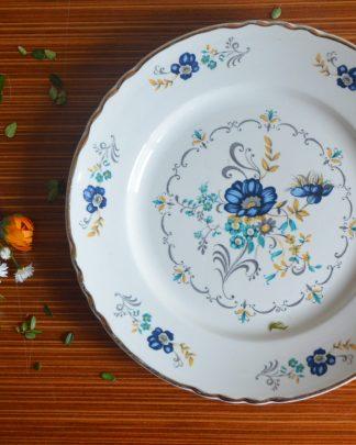 Assiette dentelé, liseré or, fleurs des champs bleues, pas de manufacture