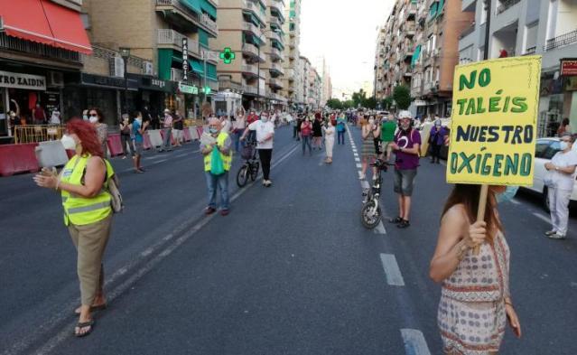 1ra. Manifestación ecologista post-confinamiento en Granada contra la tala de árboles