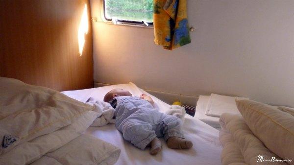 bebe-dort-cabine-bateau