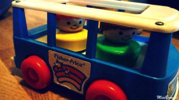 bus-vintage-fisher-price