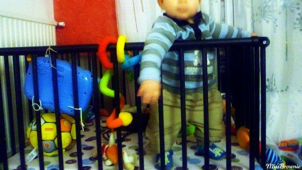 bebe-10-mois-debout