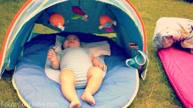 pique-nique avec bébé tente uv
