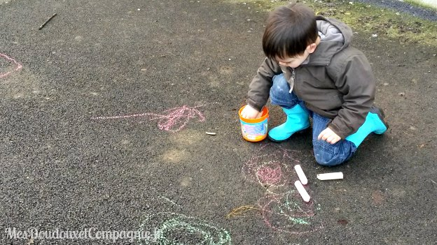 enfant-dessin-craie