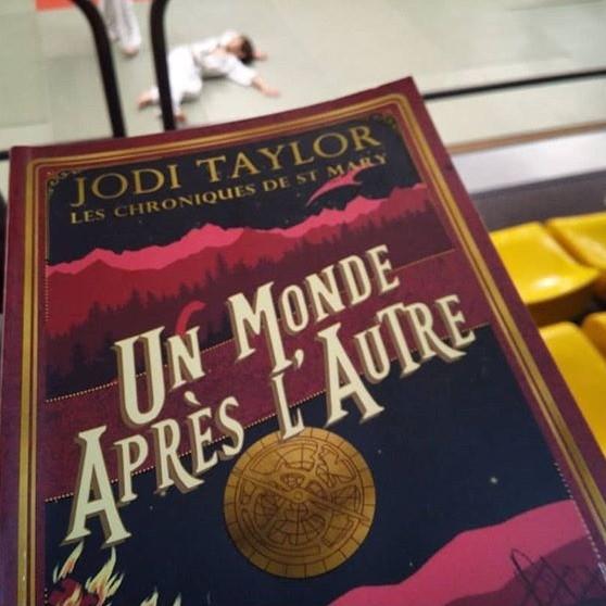 """J'ai lu """"Les Chroniques de St Mary - tome 1"""" de Jodi Taylor"""