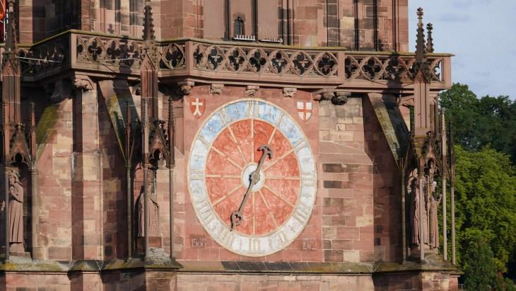 L'horloge de la cathédrale Notre Dame de Fribourg-en-Brisgau