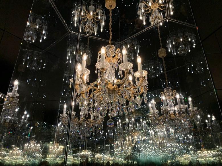 La salle du chandelier aux mondes de Swarovski