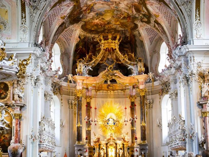 La Cathédrale St Jacques et son choeur illuminé