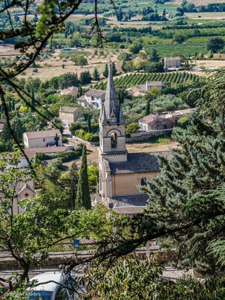 Vue sur la nouvelle église de Bonnieux