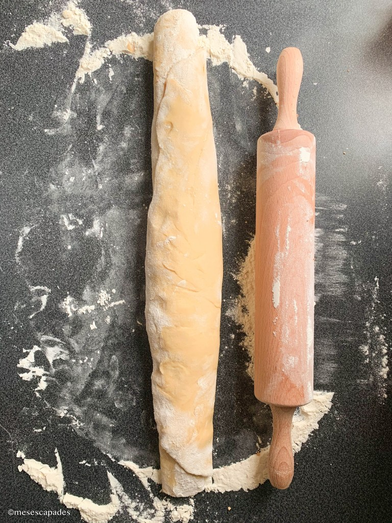 Rouler la pâte à babka