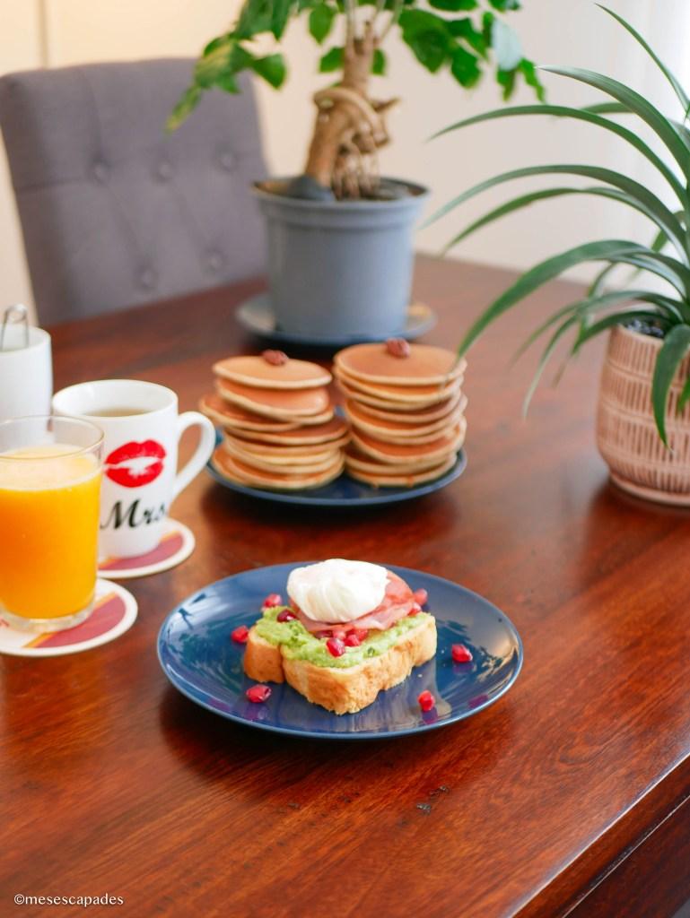 Avocado Toast et Pancakes