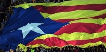 Drapeau catalan indépendantiste, lors d'un clàsico