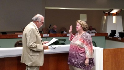 Mayor Al Litman, Left, swears in Tracy E. Beck as the official City Clerk at the October 13, 2015 City Council Meeting. Photo by Stephanie Frehner.