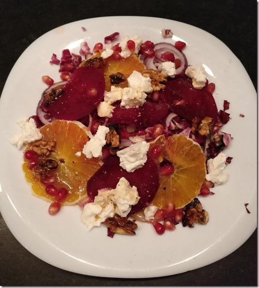 Salade rouge d'hiver aux noix caramélisées
