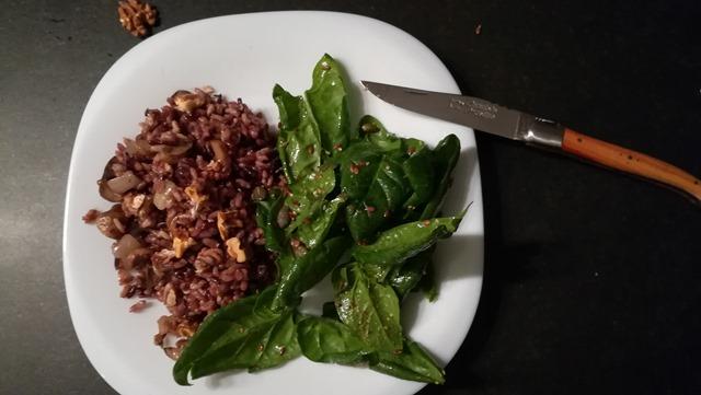 Salade de champignons et de jeunes pousses d'épinards