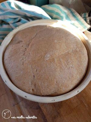 le pain au levain fermente dans un banneton