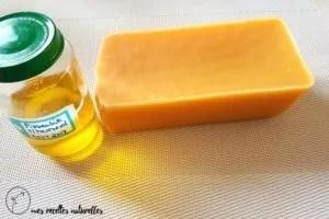 huile végétale et cire d'abeille pour faire un soin naturel peau sèche