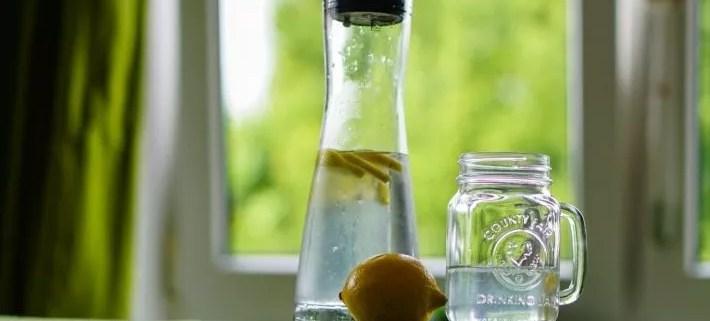 Eau en bouteille ou eau du robinet : quelle eau choisir ?
