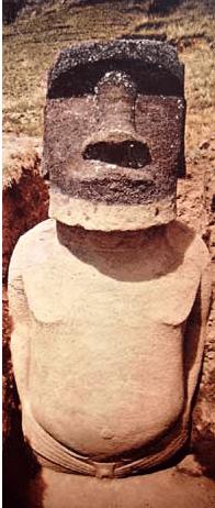 que tienne les Moai dans la main