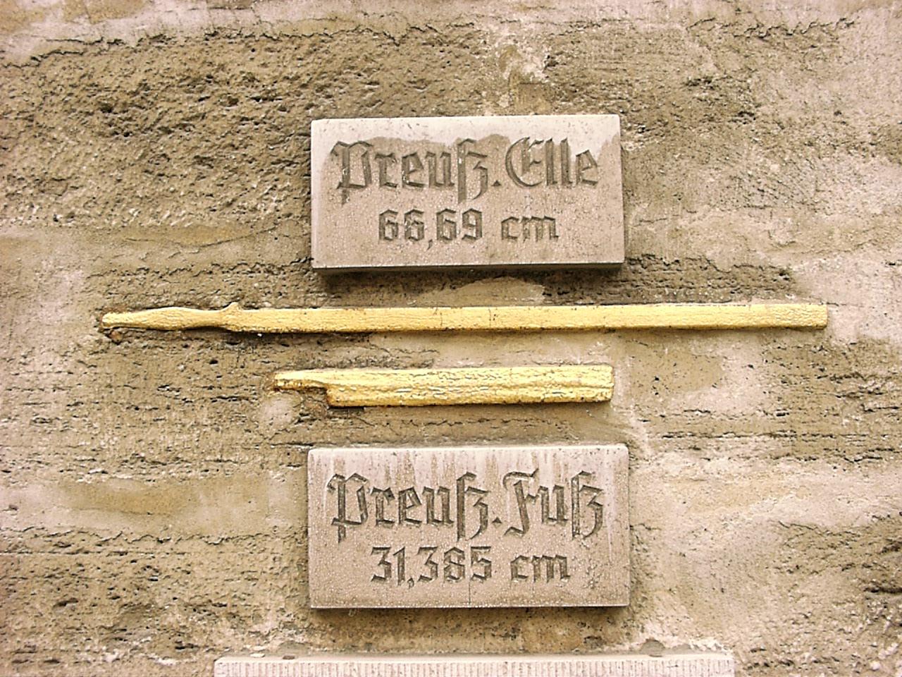 Preussische_Elle_und_Preussischer_Fuss_an_Rathaus