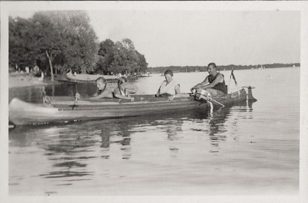 101 year old message in a bottle: Ella and Richard Platz rowing with daughters.