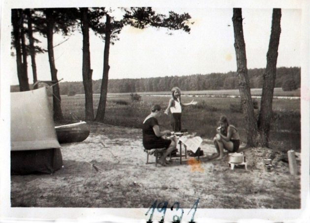 101 year old message in a bottle: Platz family camping.
