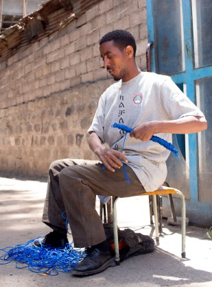 """""""I want them to know that begging is not an option."""" """"ልመና አማራጭ እንዳልሆነ ማስተማር እፈልጋለሁ፡፡"""""""